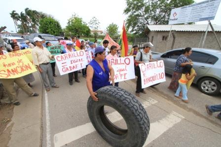 Pobladores-de-Porongo-bloquean-acceso-al-puente-del-Urubo
