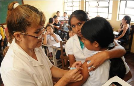 Vacunan-a-15-mil-ninas-contra-el-cancer