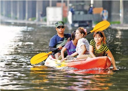 Miles-huyen-de-las-aguas-en-Tailandia