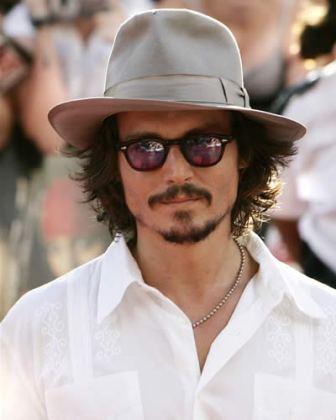 Avion-donde-viajaba-Johnny-Depp-casi-se-estrella