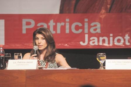 Patricia-Janiot-visito-Santa-Cruz-y-dijo-que---El-poder-miente-siempre-
