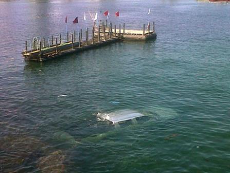 Cayo-al-mar-en-su-vehiculo-cuando-rendia-prueba-de-conduccion