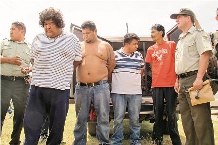 Choferes-hacen-de-policias-y-capturan-a-delincuentes