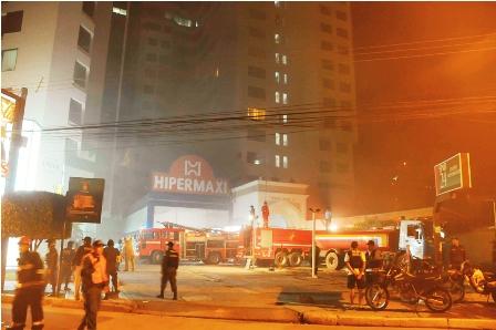 Incendio-en-supermercado-dejo-perdida-de-4.000-Dolares