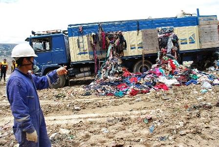 Aduana-destruye-mercaderia-de-ropa-usada