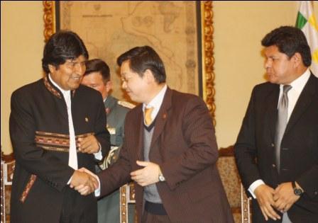 Bolivia-y-China-firman-convenio-de-prestamo-para-compra-de-helicopteros