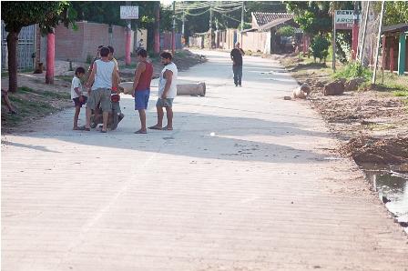 Colocan-pavimento-avenida-en-la-Cumavi-