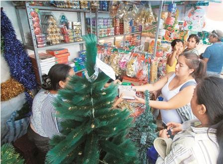 La-feria-navidena-ofrece-variedad-y-precios-bajos-