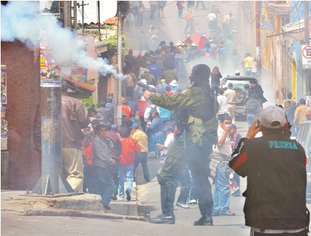 http://www.eldia.com.bo/images/Noticias/11-4-9/gasificacion_trabajadores_en_salud_de_bolivia_520110408.jpg