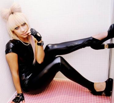 Se-libera-vistiendo-a-Lady-Gaga