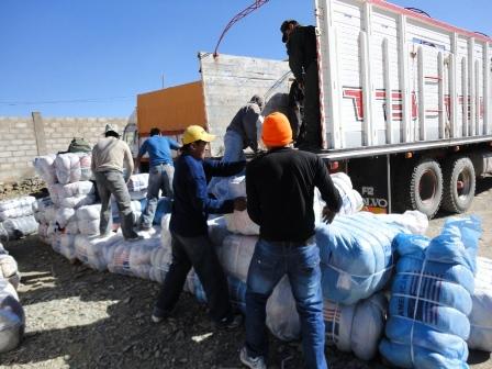 Aduana-decomisa-20-camiones-con-ropa
