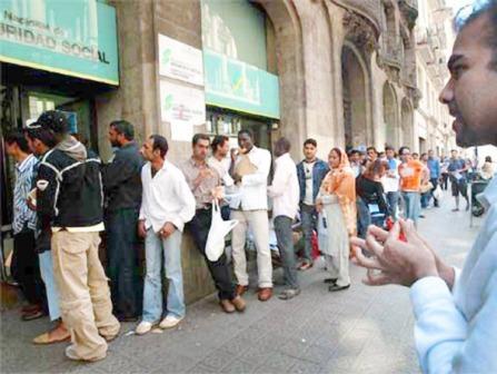 Espana:-Inmigrantes-bolivianos-afectados-por-el-desempleo