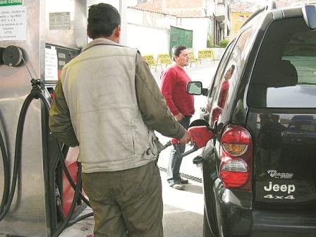 No-existe-escasez-de-combustibles-en-Santa-Cruz