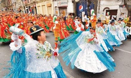 Esplendor,-colorido-y-baile-en-el-Gran-Poder