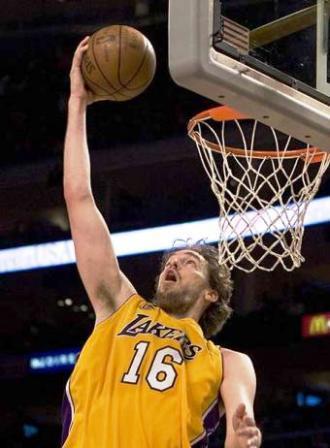 Gasol-quiere-seguir-muchos-anos-en-los-Lakers-y-espera-que-no-acepten-ofertas