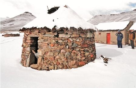 La-espesa-nevada-complica-la-ayuda-y-el-rescate-de-personas-en-Potosi