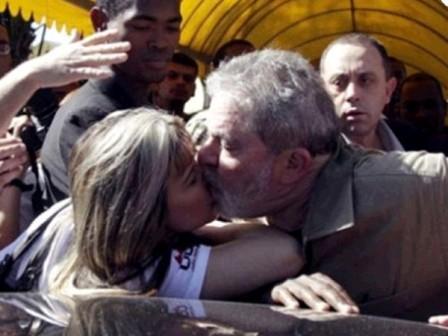El-accidental-beso-de-Lula-da-Silva-