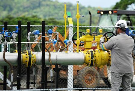 YPFB-anuncia-proveer-de-gas-a-Potosi-por-Argentina