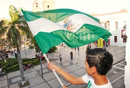 Santa Cruz Rinde Tributo A La Bandera Crucena
