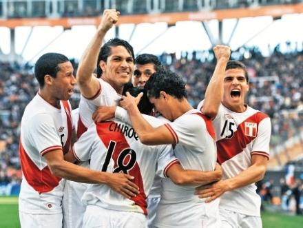 Peru-golea-y-sube-al-podio