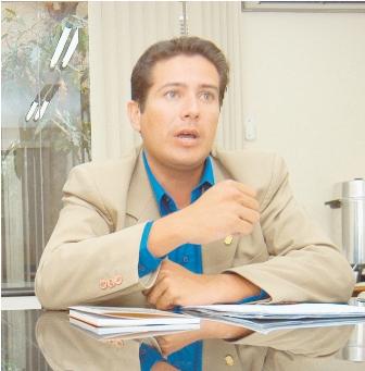 Vargas-pide-a-los--alcaldes-municipales--evitar-ser--alcahuetes--de-los-narcotraficantes
