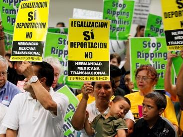 EEUU-suspende-la-deportacion-de-ilegales