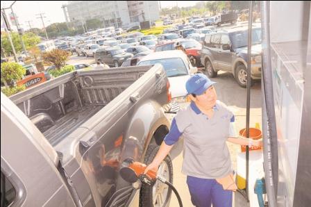 YPFB-garantiza-abastecimiento-de-combustible-en-el-mercado-interno