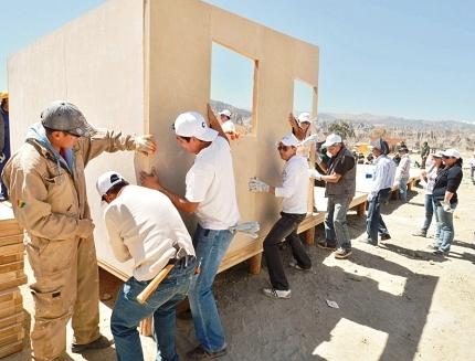 Entregan casas prefabricadas a los afectados for Casas prefabricadas financiadas