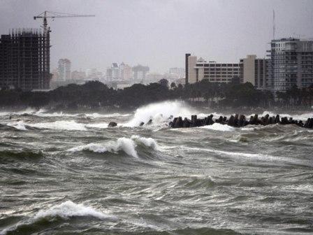 Irene-se-convierte-en-huracan-de-categoria-tres