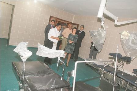 Entregan-pabellon-y-equipos-medicos