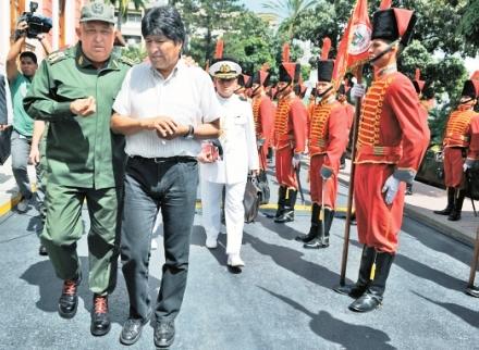 Evo-esta-de-gira,-ayer-visito-a-Hugo-Chavez