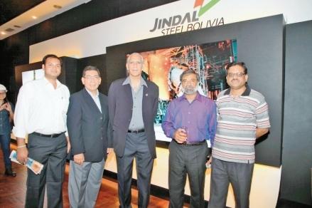 Jindal-presenta-moderno-stand