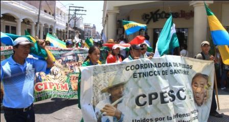 Crucenos-piden-paro-civico-en-la-plaza-24-de-septiembre