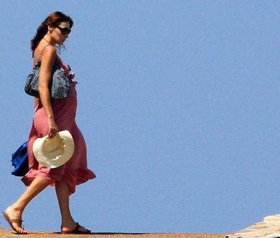 Carla-Bruni-afirma-que--nunca--mostrara-fotos-del-bebe-que-esta-esperando