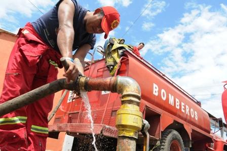 Bomberos-ven-la-forma-de-ubicar-los-hidrantes-en-la-ciudad