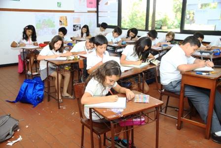 Ensenaran-quechua-en-colegios-de-la-ciudad-