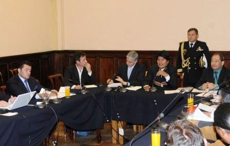 Halagos-entre-Evo-y-Jhonny-Fernandez-matizaron-cumbre-politica