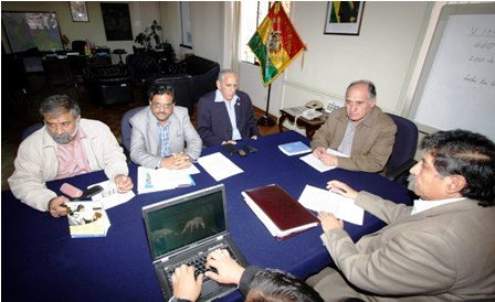 YPFB-pide-a-Jindal-un-plan-de-inversion-