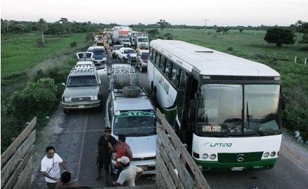 Campesinos-de-puente-san-pablo-siguen-bloqueando