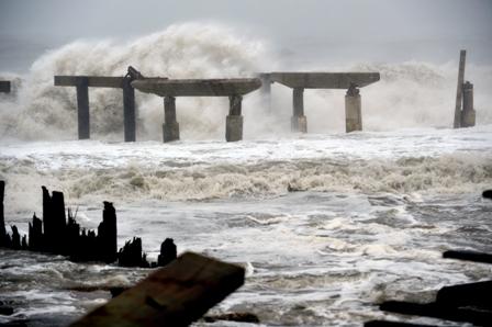 Sandy-se-desplaza-con-vientos-feroces-hacia-Nueva-Jersey-y-Nueva-York