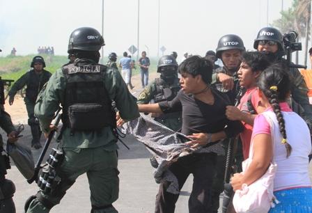 Policia-desbloquea-acceso-al-aeropuerto-Viru-Viru-y-detiene-a-mas-de-20-personas