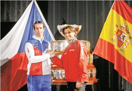 Ferrer-y-Stepanek-abren-la-final-de-la-Copa-Davis-