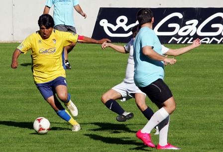 Evo-marca-un-gol-de-penalti-en-Cadiz