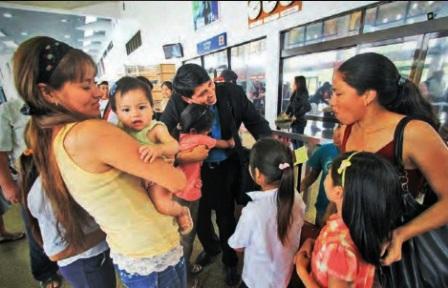Bolivianos-en-Espana-celebran-reapertura-de-vuelos-directos-desde-Madrid