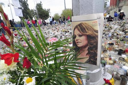 Hermano-de-desaparecida-cantante-Jenni-Rivera-llega-a-Mexico-para-prueba-ADN