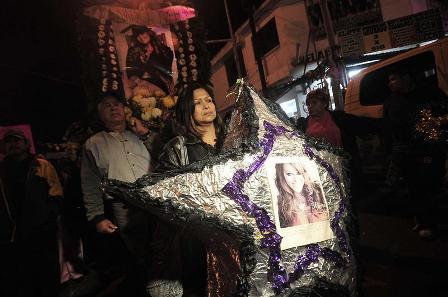 Restos-de-Jenni-Rivera-llegan-a-Los-Ángeles-para-su-entierro