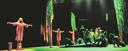 Historia--crucena--llega-al-teatro