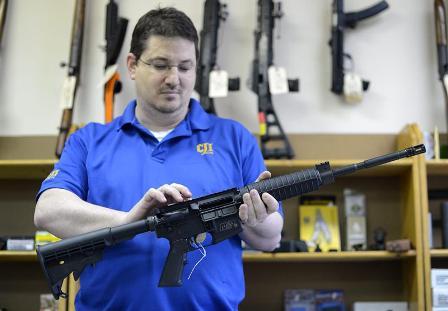 Mayoria-apoya-leyes-mas-estrictas-sobre-armas,-pero-sin-restricciones