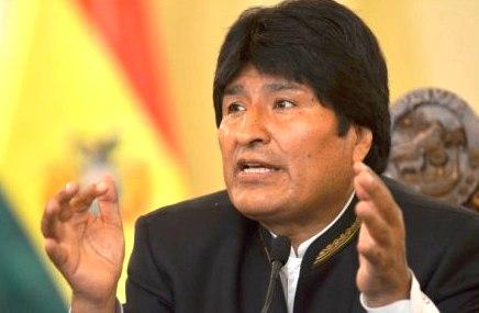 Segun-Evo-Morales-La-politica-no-es-negocio-ni-beneficio,-sino-sacrificio-y-compromiso-con-el-pueblo
