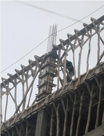 Lluvias-frenan-trabajos-en-la-construccion